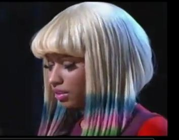 Nicki Minaj Right Through Me performance